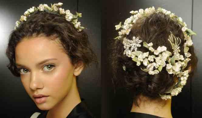الأزهار لتزيين الشعر