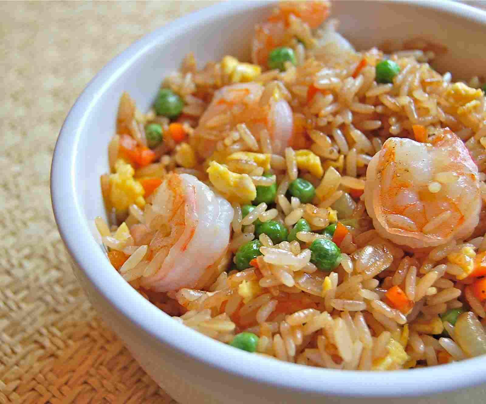 طريقة عمل الأرز المقلي بالجمبري
